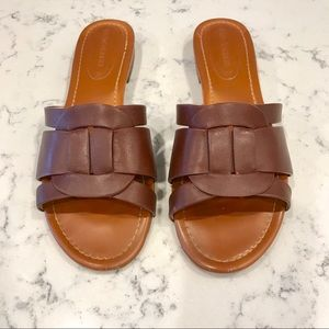 Excellent Condition. Enzo Angiolini Flat Sandals.